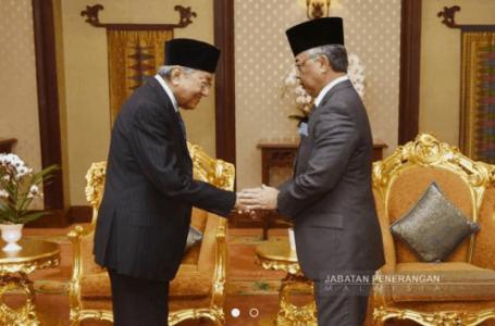Agong lantik Mahathir sebagai Perdana Menteri interim