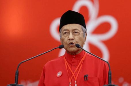 Mahathir Mohamad jawat semula Pengerusi Bersatu