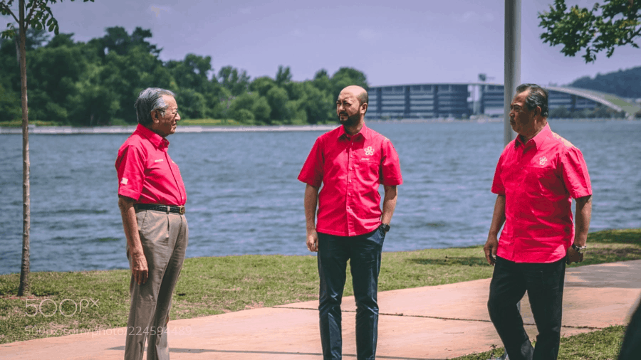Pertembungan Muhyiddin-Mahathir dalam pemilihan Bersatu