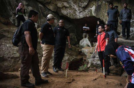 Penemuan artifak zaman Paleolitik ditemui di tiga gua Gunung Pulai