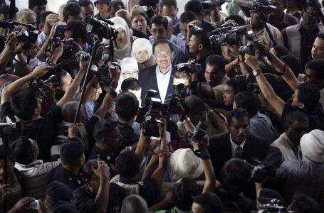 Gerakan kerajaan pintu belakang 2008 Anwar Ibrahim