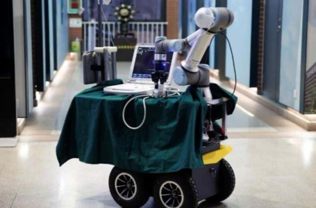 Robot dibangunkan di China bagi memudahkan petugas perubatan tangani COVID-19