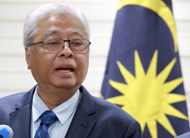 Warga netizen tak puas hati, kecam menteri dan pemimpin politik langgar PKP.