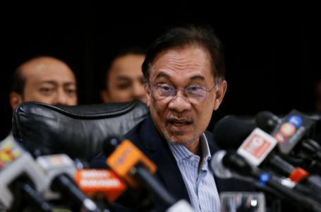 Mahathir telah berkhidmat dua kali sebagai PM, sudah tiba masanya untuk terus maju: Anwar