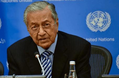 Memohon penggal ketiga sebagai PM, Dr Mahathir mengatakan bahawa dia dapat menunjukkan jalan bagi Anwar