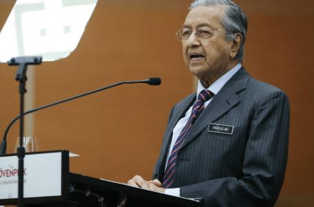 Tun Mahathir menuduh 'kerajaan Muhyiddin' membuat jawatan sebagai pertukaran sokongan