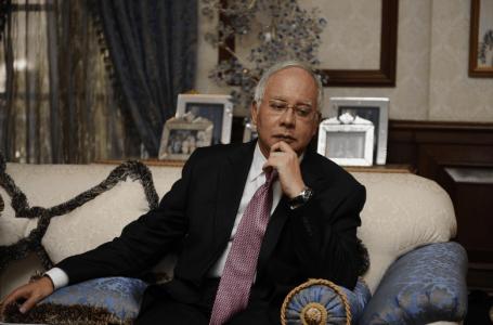 Najib dan Rosmah memeriksa lebih dari 400 jam tangan, 300 beg tangan yang di rampas polis