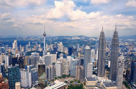 Warga asing yang melanggar undang-undang akan dikenakan hukuman diusir dari Malaysia