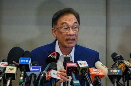 Bukit Aman memanggil Anwar berhubung dokumen yang dibocorkan yang menyenaraikan 121 anggota Parlimen yang kononnya menyokongnya sebagai PM