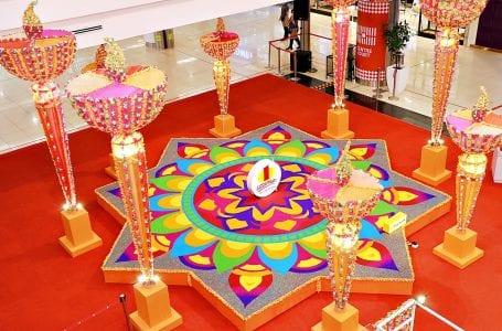 Artis kolam Malaysia berterima kasih atas sokongan mall di Deepavali ini