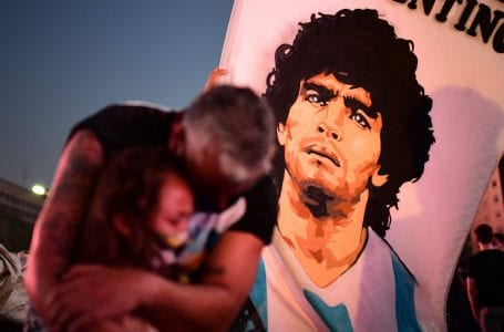 Legenda bolasepak Argentina Diego Maradona meninggal dunia