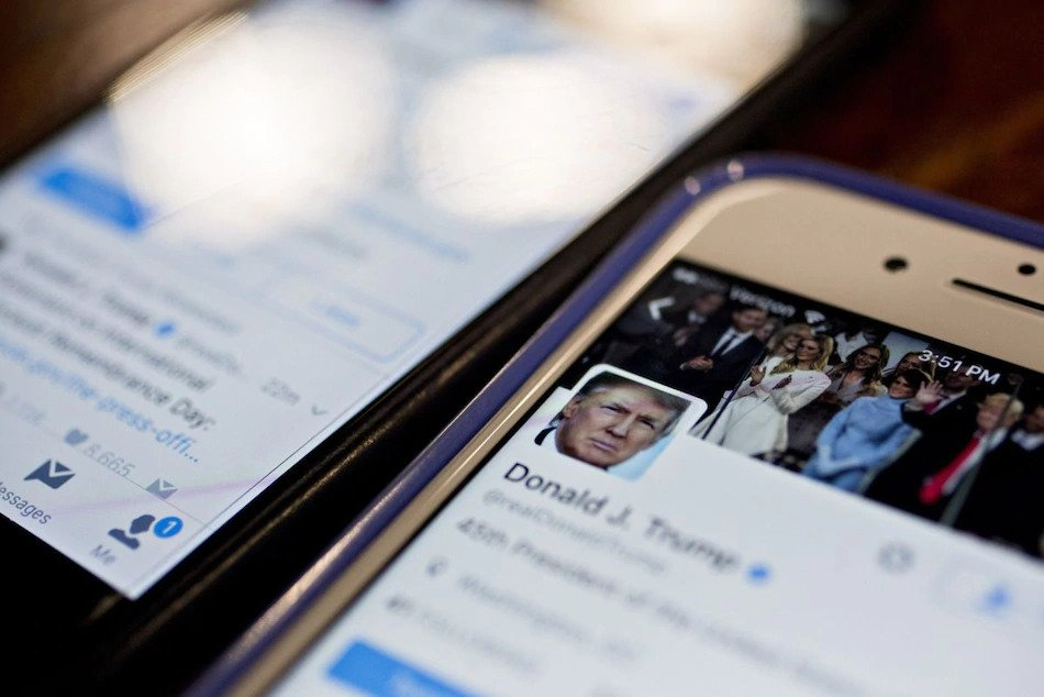 Twitter, Facebook membekukan akaun Trump
