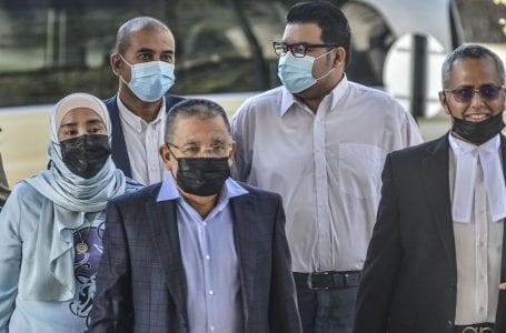 Bekas ketua Felda Isa Abdul Samad disabitkan dengan sembilan tuduhan rasuah