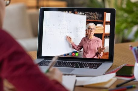 Profesor Singapura secara tidak sengaja merakam kuliah dalam talian tanpa suara