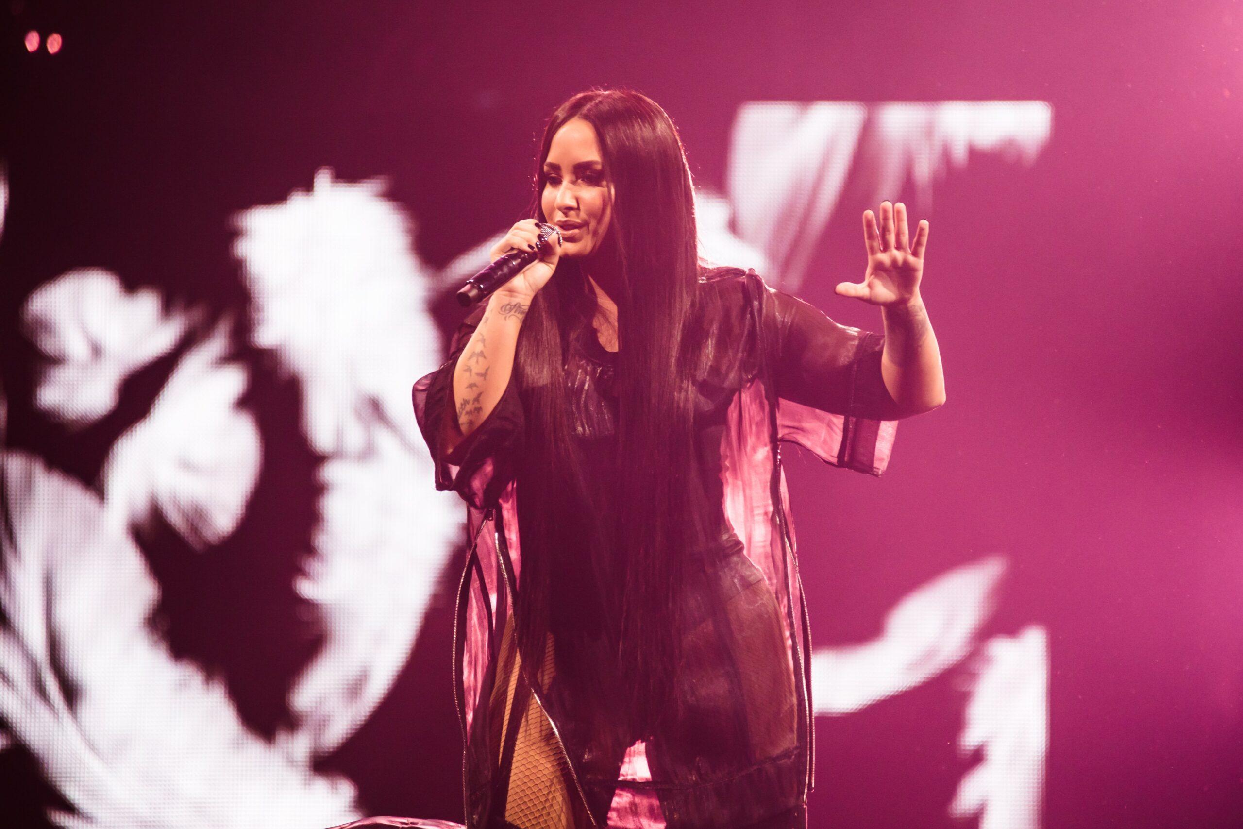 Demi Lovato mendedahkan diperkosa semasa remaja