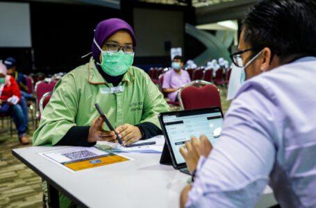 Ahli Parlimen Pakatan mendesak Putrajaya melebihkan ujian, vaksinasi