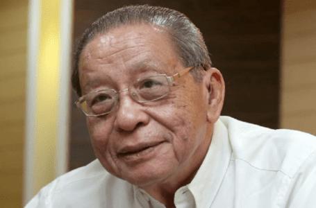 Kit Siang mencabar menteri kesihatan untuk mencapai sasaran vaksinasi Covid-19 menjelang Hari Malaysia