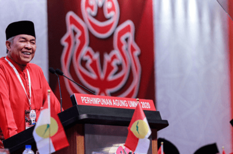 Orang dalam Umno mengatakan kedudukan Zahid dalam parti sekarang goyah