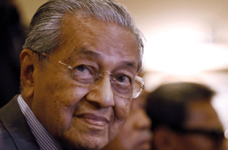 Jangan anggap membentuk pakatan politik pasca pilihan raya sebagai 'parti-melompat', kata Mahathir